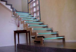 Design üveglépcső
