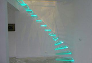Ledes üveglépcső
