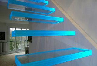 Modern Ledes üveglépcső