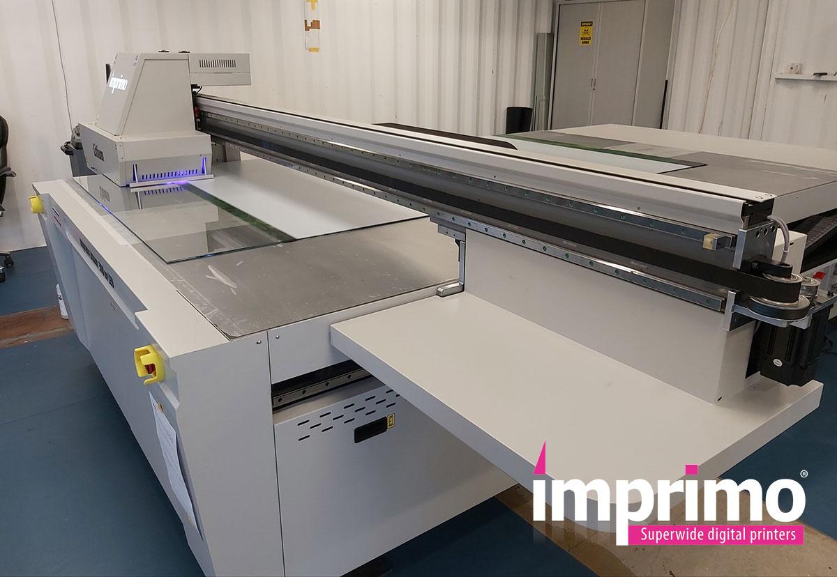 Új UV nyomdai géppel bővítettük meglévő gépparkunkat